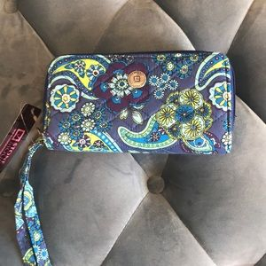 NWT Stone Mountain Wallet Quilted Wristlet